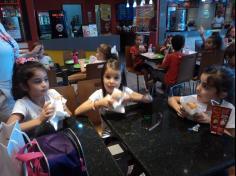 1º ano D visita loja de pasteis da mamãe Cassiana