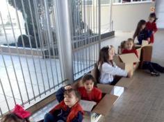 Grupo Imaginação brincando com caixas