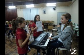 4ºs anos: Musicals Instruments.